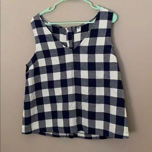 Linen sleeveless button back shirt